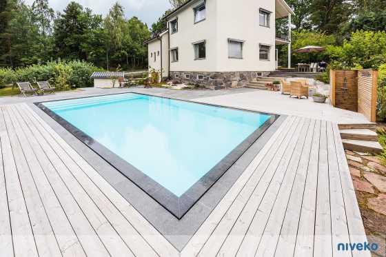 Niveko Pool, Überlaufrinne, Polystonebecken